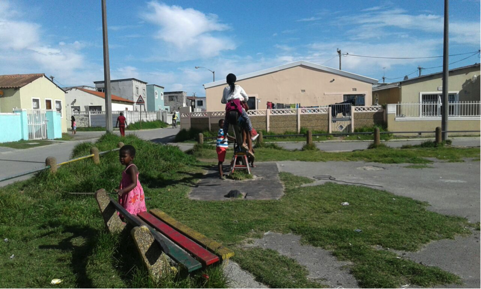 The local park serves many of the younger children in the area. It has a circle, a see-saw and some benches, but the youth of Vukuzenzele believed that the site could become so much more. However when asked what actions they would take themselves, it appeared the lack of funds and the threat of vandalism or theft stifled enthusiasm. Nevertheless the frustration of delays in waiting for government to act inspired conversations about low-cost options such as painting hop scotch onto the tarmac.